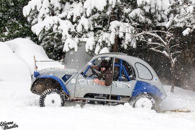 2cv-4x4-dans-la-neige